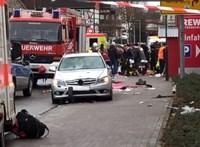 Farsangi felvonulók közé hajtott egy autós Németországban