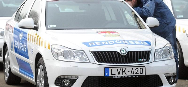 A rendőrautóknak automatikusan zöldre vált a lámpa? - videó a flottáról
