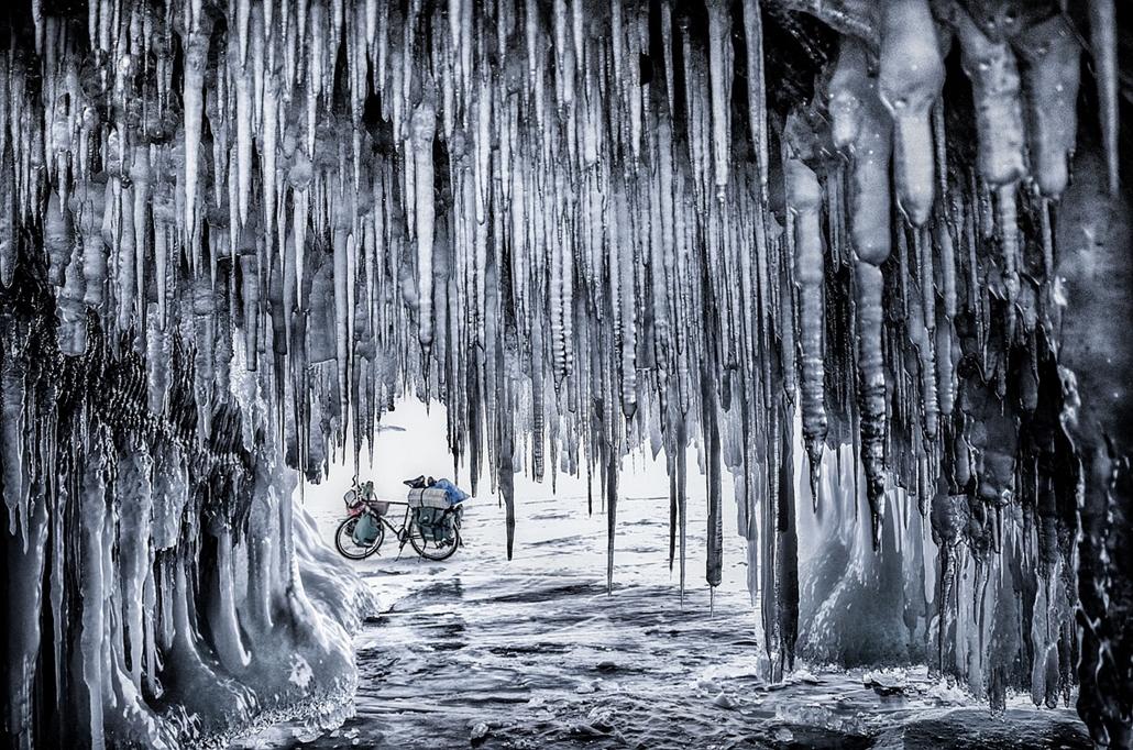 NE használd_! - Photographer of the Year 2014 - ''Föld, levegő, tűz, víz'' kategória - Legjobb egyedi kép - Ogoy sziget, Oroszország (egy 800 kilométeres kerékpárút alkalmával) - tpoty