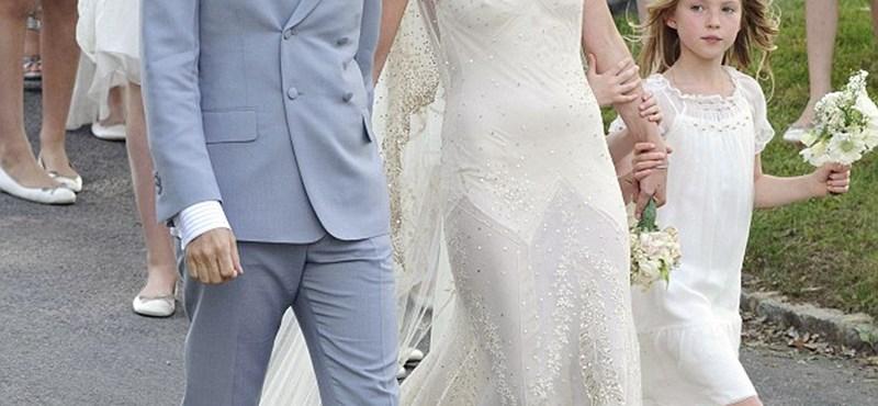 Fotó: Így néz ki Kate Moss, ha nem a kifutóra húz menyasszonyi ruhát