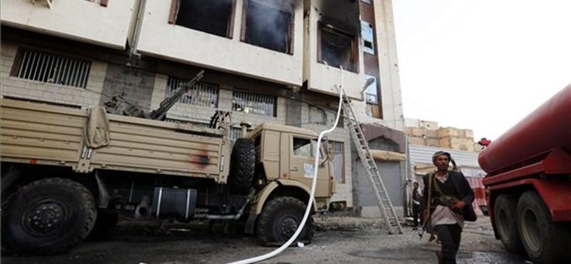 A megbuktatott elnök unokaöccsét is kivégezhették a jemeni lázadók
