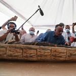 Videón, ahogy kinyitják a nemrég talált 2500 éves szarkofágot