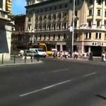 Engedély nélkül vezették a Blahán keresztbe fordult buszt - videó