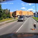 Videó: Ezért ne tévesszük szem elől a városban rollerező csemeténket