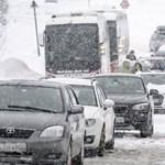 Két figyelmeztetést is kiadtak a meteorológusok hétfőre