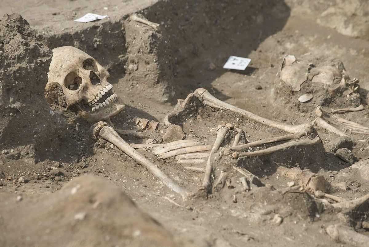 Fotók: Árpád-kori csontvázakra bukkantak