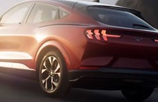 Idő előtt: íme az új Ford Mustang, ami nemcsak elektromos, hanem divatterepjárós is