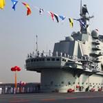 Kína első anyahajója: kiderült, mit gyakorolnak a pilóták