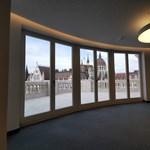 Föld alatti alagúton keresztül is át lehet ugrani a Parlamentbe