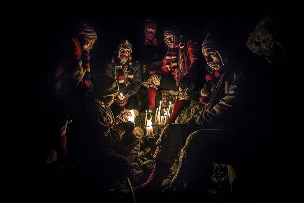 NE használd_! - Photographer of the Year 2014 - ''Törzsek'' kategória - Legjobb egyedi kép - Sinakara, Peru - tpoty