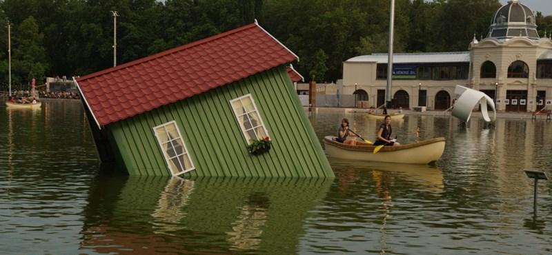 """Milyenek az """"úszó szobrok"""" a Városligeti tóban? – fotók"""