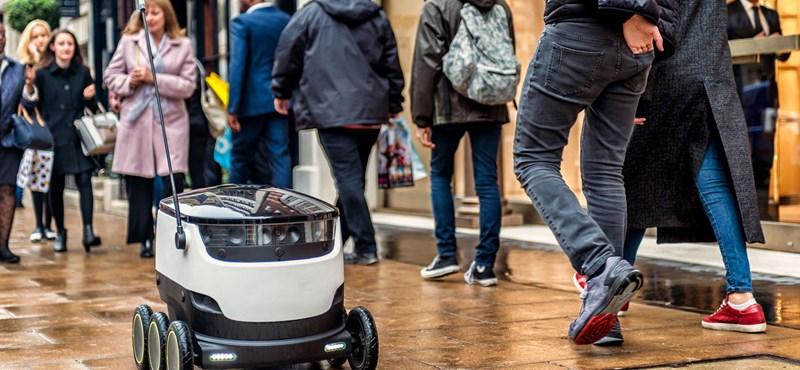 Nézze csak, ez az első robot, ami EU-s országban házhozszállítást vállalhat – videó