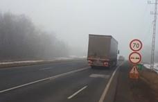 Kettős záróvonalon előzött a magyar kamionos, azonnal elvették a jogsiját
