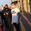 Feljelentette a rendőrség Szél Bernadettet a Free Navalny felirat miatt