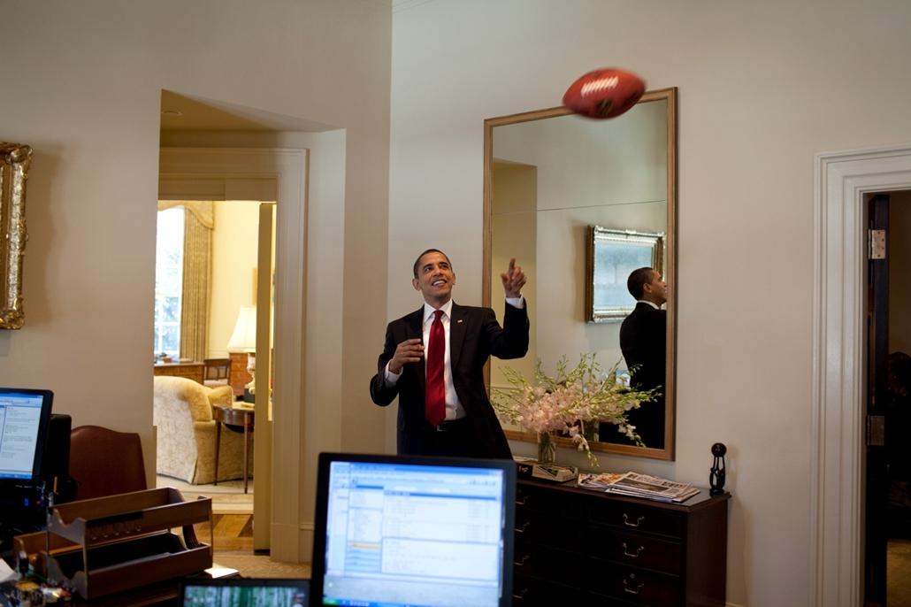 lehetőleg ne - flickrCC_! - 09.03.04. - Washington, USA: Játék a Fehér Házban 2009. március 4-én. - Barack Obama nagyítás
