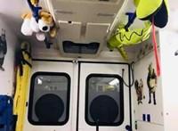 Tele van nyunyókákkal a mentőszolgálat gyermekrohamkocsija