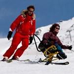 A síelés élménye fogyatékkal élőknek is - videók