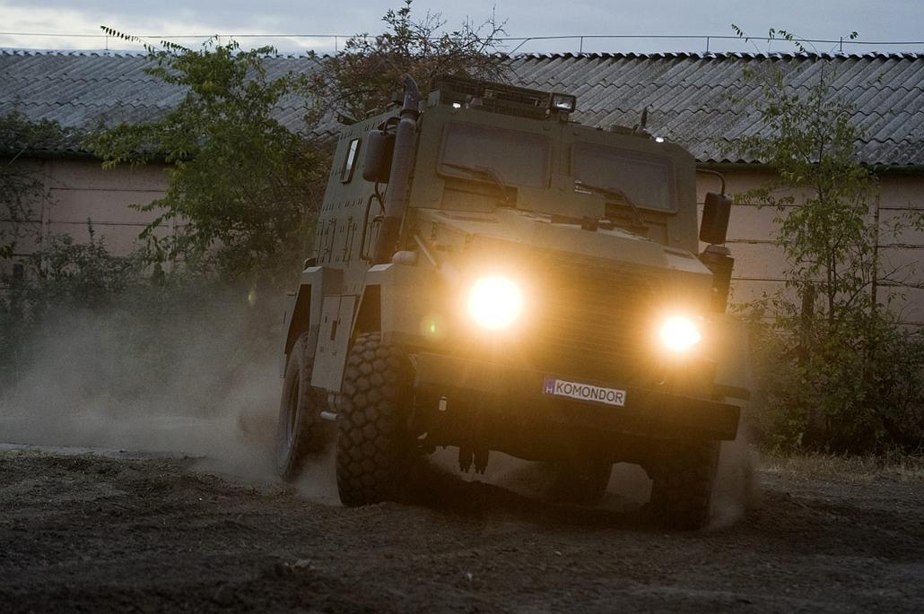 mti. Komondor, a Magyar páncélozott harcjármű - A cég budapesti próbapályáján, az elkészült az RDO 3221 Komondor névre keresztelt magyar páncélozott harcjármű 2012. október 10-én, amelyet a katonai fejlesztésekkel is foglalkozó Gamma Zrt. és Respirátor Zr