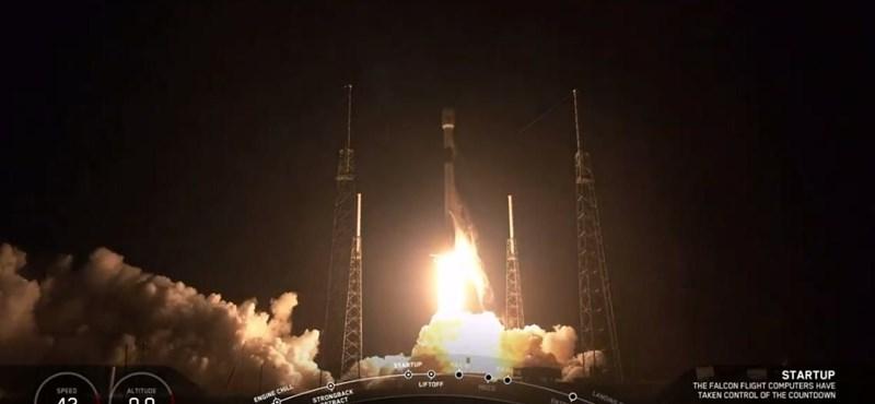 Videó: Fellőtte a SpaceX az első 60 műholdat, ami internetet szór a Földre