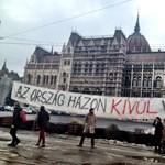 Nem engedték a Milla-molinó kifüggesztését a parlamentnél