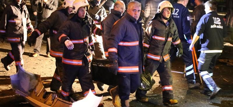 A török hadsereg lövi a kurd szakadárokat