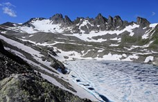 Temetési menettel búcsúztatták Svájcban a klímaváltozás miatt eltűnt gleccsert