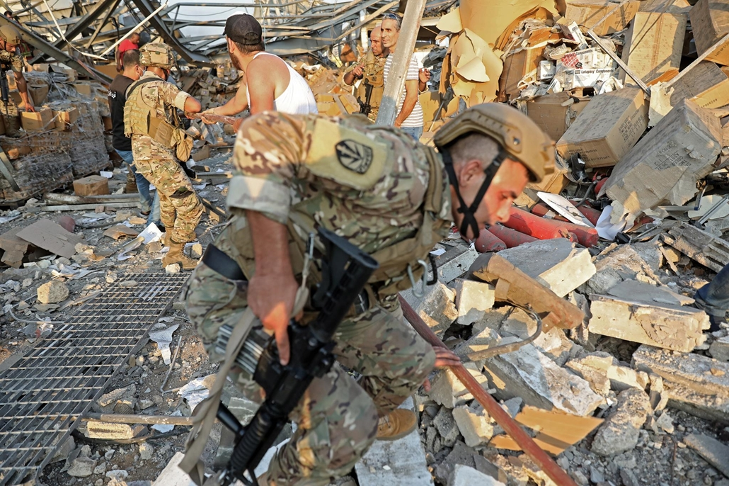 afp.20.08.04. Beirut, Libanon, robbanás