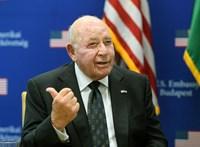 Cornstein nem tervezi, hogy távozna Magyarországról
