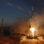 Három űrhajóssal a fedélzetén útnak indult a Szojuz a Nemzetközi Űrállomásra – videó