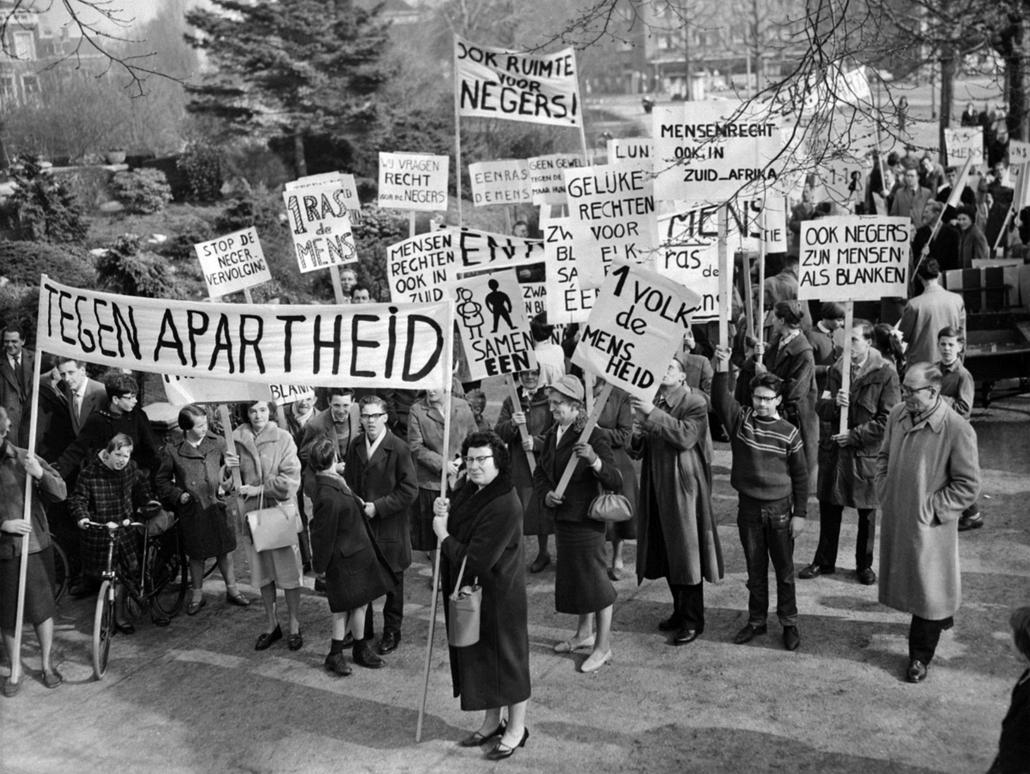 afp.1960. - Hollandok tüntetnek a dél-afrikai apartheid ellen - Apartheid nagyítás