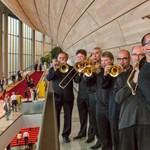 Fotó: Nemzeti színekben fújtak az MR Szimfonikusok zenészei