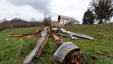 Magyarországi támogatásból mentik meg a tacsi református templom mennyezetét