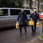 Orbán Balázs szerint nincs azzal baj, hogy kormánypárti politikus is jelen van a vakcinák kiszállításánál