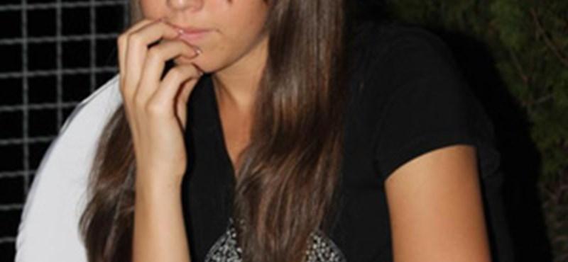 Facebookon is keresik az eltűnt fiatal lányt