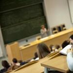 Összeomlik a felsőoktatás, ha még több oktatót rúgnak ki