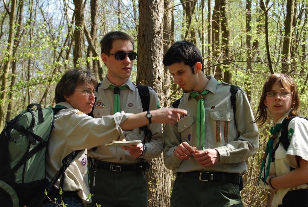 2010. - Térkép tanulmányozás és a helyes út megtalálása. (121. Dr. Vetéssy Géza cscs.) - cserkészet, cserkész, cserknagy