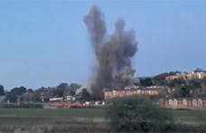 Több tucat házban tett kárt az Angliában felrobbantott egytonnás német bomba
