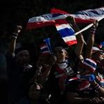 Fotó: megbénult Bangkok az ellenzéki tüntetők tömegétől