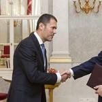 Orbán ma alakítja át a kormányt, Giró-Szász távozik