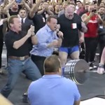 Videó: Schwarzenegger is drukkolt a világ legerősebbjének mutatványához