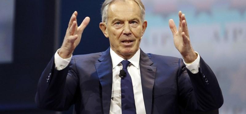 Tony Blair szerint be kellene írni a személyibe, hogy ki kapott koronavírus elleni vakcinát