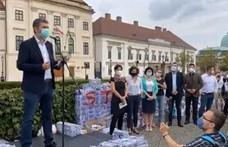 """Hadházy és Szél elvitte a kormány """"manipulációs íveit"""" Orbánnak"""