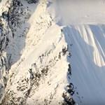 Videó: Egy síelő 500 méteres zuhanása, bekapcsolt mikrofonnal