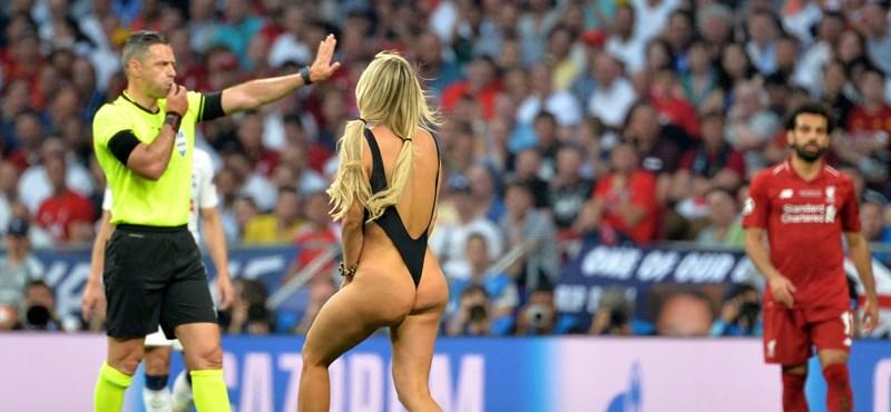Kiderült, ki az a lenge öltözetű nő, aki berohant a BL-döntőn a pályára