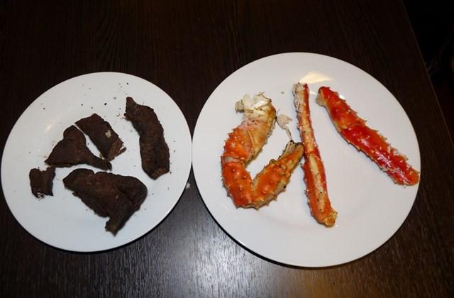 Sült bálnahús és rák