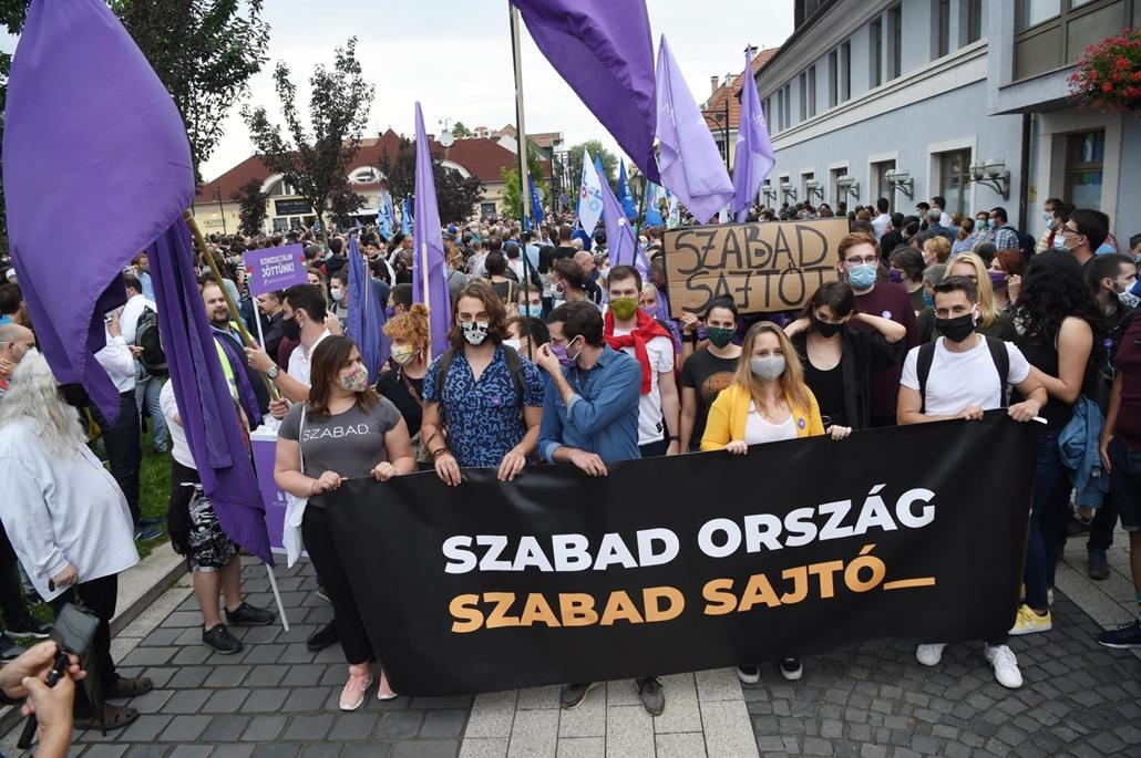 tg.20.07.24. index tüntetés, Momentum, index.hu, Szabad ország, szabad sajtó! Tüntetés a magyar sajtószabadságért