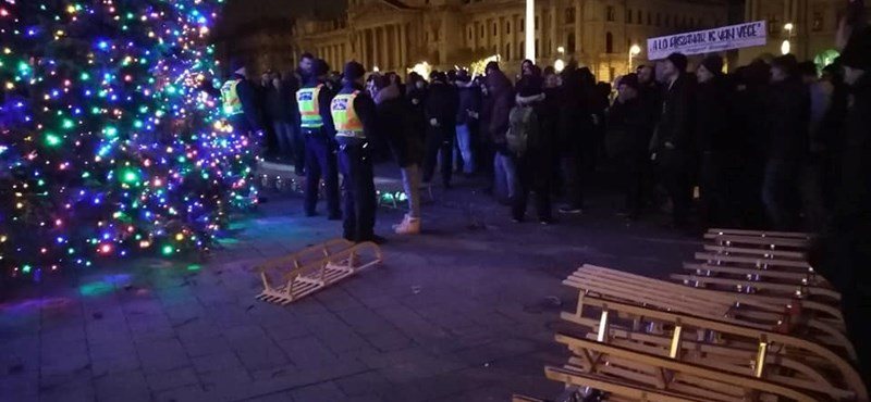 A Kossuth téri tüntetés miatt kivonult a pécsi ellenzék a közgyűlésről