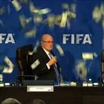 Putyin hívta, elmegy a vb-re az eltiltott Blatter