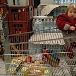 Az Auchan felfalja a magyar Corákat