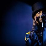 Önéletrajzon dolgozik Prince